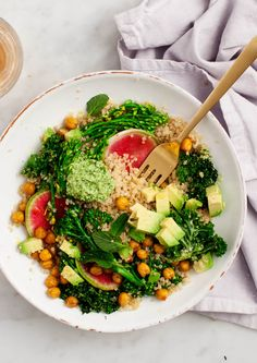 Spring Broccolini and Kale Quinoa Bowls - These veggie-packed quinoa bowls are a healthy, delicious dinner or make-ahead lunch. AND they're vegan & gluten free. | via Love And Lemons