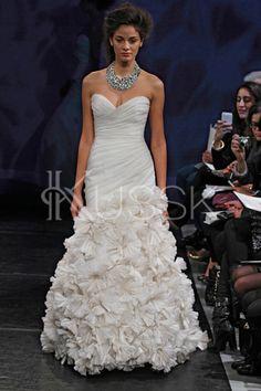Flaumiges ärmellos Falte Mieder gerüschtes bodenlanges Brautkleid