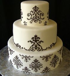 if I had a black & white wedding, I'd love something like this!