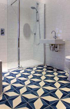 Geometrische Badezimmer Fliesen Muster Für Urbanes Flair #badezimmer #flair  #fliesen #geometrische #