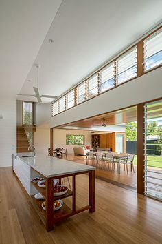 Brookes Residence, Brisbane by Arkhefield. Brisbane Architecture, Modern Architecture House, Interior Architecture, Ideas Terraza, Louvre Windows, Queenslander House, Modern Tropical House, Home Renovation, Victoria