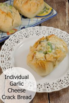 Individual Garlic Cheese Crack Bread is bread cut in a crisscross pattern, stuffed with cheese, drenched in garlic butter and baked to golden perfection. Side Dish Recipes, Bread Recipes, Cooking Recipes, Drink Recipes, Garlic Cheese, Cheese Bread, Garlic Bread, Crack Bread, Cheesy Pull Apart Bread