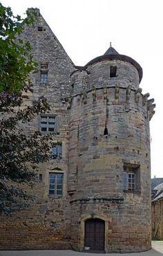 Saint-Côme-d'Olt Hôtel de ville Chapelle, France, 14th Century, Toulouse, Mount Rushmore, Mountains, Mansions, House Styles, Travel