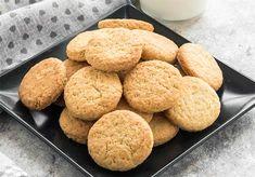 Voici la recette légère pour faire des biscuits sans oeufs ni beurre, de délicieux biscuits pour la collation, ou le petit-déjeuner. Vous pouvez également personnaliser ces biscuits en préparant la variante de cacao en remplaçant simplement 20 grammes de farine par de la poudre de cacao. Ingrédients pour 20 biscuits – 2 SP / Biscuit […] L'article Biscuits sans oeufs ni beurre est apparu en premier sur Plat et Recette.fr - Recettes de Cuisine légères et faciles. Weigth Watchers, Healthy Snacks, Healthy Recipes, Custard Tart, Just Eat It, Biscuit Cookies, Coco, Snack Recipes, Food And Drink