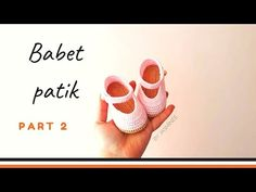 Crochet Baby Shoes, Knit Crochet, Moda Black, Baby Boots, Baby Knitting, Free Pattern, Applique, Youtube, Clothes
