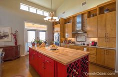 Mutfaklarınızı Güzelleştirecek Pratik Fikirler Bayanların en çok kullanıldığı alan olan mutfakları patik dekorasyon fikirleriyle güzelleştiriyoruz. Özellikle yeni evlenen, yeni ev alan yada mutfaklarını yenileyecek arkadaşlarımız için güzel dekorasyon önerilerimiz var. Bence mutfaklarınızı yaptırmadan önce kesinlikle bu önerilere bir bakmalısın https://www.yemekodasi.com/mutfaklarinizi-guzellestirecek-pratik-fikirler/  #MutfakDekorasyonu #Mu