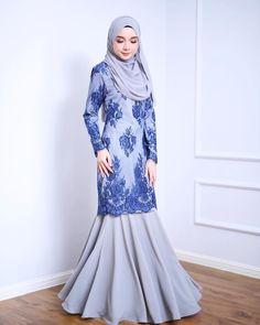 Flip flip flip Dapatkan Echenta Kurung sekarang dearies! Price: RM289 #minimalace #echentacollection Model Dress Kebaya, Kebaya Modern Dress, Bridesmaid Dresses With Sleeves, Modest Dresses, Trendy Dresses, Elegant Dresses Classy, Classy Dress, Muslim Fashion, Hijab Fashion