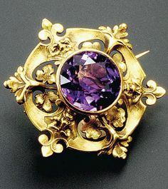 René Lalique.  Pin: www.sieradenschilderijenatelierjose.com Gold and amethyst brooch, Leaves and Masks, 1897-1899.