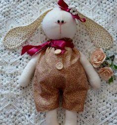 Tilda style long eared bunny softie (with free sewing pattern) // Tilda stílusú hosszú fülű plüss nyuszi (szabásmintával) // Mindy - craft tutorial collection //