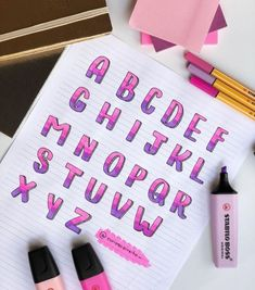 The complete alphabet of this style of writing you both asked for 💕🌸☂️. Bullet Journal School, Journal Fonts, Bullet Journal Notes, Bullet Journal 2019, Bullet Journal Ideas Pages, Bullet Journal Inspiration, Bullet Journal Lined Paper, Lettering Tutorial, Hand Lettering Alphabet