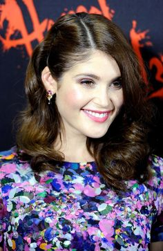 Brillant Gemma Arterton ...Modish Dame...