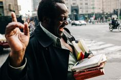 cybergus:  Joaquin, The Book Lover, the Street Reader, by Abelardo Ojeda. // More of my Street Photography: http://cybergus.tumblr.com