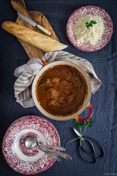 Estofado sefardí de ternera olla pan Comida Kosher, International Recipes, Chana Masala, Torah, Dishes, Meat, Israel, Ethnic Recipes, Food