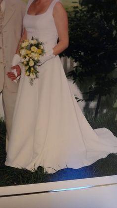 Robe de mariée Pronuptia avec traine, jupon, gants et voile d'occasion