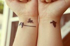 tattoo am handgelenk ideen schwarz vögel trends