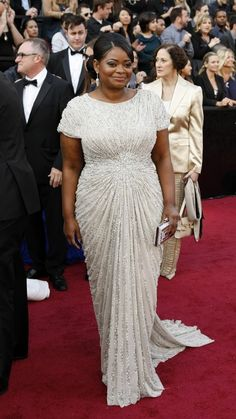 Octavia Spencer looks lovely in her gown by Tadashi Shoji.  (Red carpet, Oscars 2012)