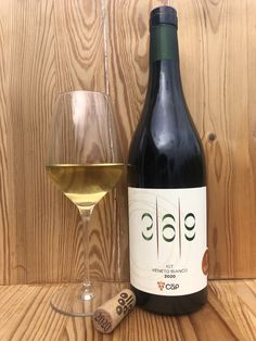 Uve di Souvignier Gris. Leggi recensione al link White Wine, Alcoholic Drinks, Bottle, Link, Glass, Permaculture, Drinkware, Flask, Corning Glass
