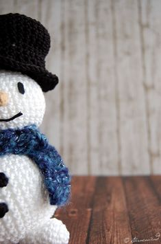 Anleitung kostenlos Schneemann häkeln Crochet Snowman, Christmas Crochet Patterns, Diy Crochet, Crochet Hats, Magic Ring, Loom Knitting, Winter Hats, Olaf, Tutorial