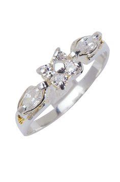 Uma bijuteria vintage, com acabamento banhado a prata. Este anel é ótimo para usar em festas e eventos sofisticados. Combine com pulseiras e colares delicados de nossa loja online ou de sua coleção. Disponível do tamanho 13 ao 21. Peso: 1,8 gramas.