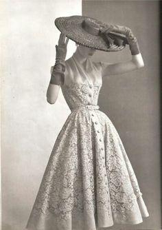 1950.dress. The era when women showed their femininity