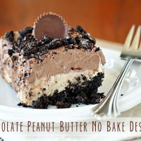 Recipe for Chocolate Peanut Butter No-Bake Dessert - There is nothing quite like a creamy, no-bake layered dessert. Especially when those layers are chocolate and peanut butter. desserts peanut butter Recipe for Chocolate Peanut Butter No-Bake Dessert Oreo Dessert, Coconut Dessert, Dessert Party, Dessert Food, Dessert Healthy, Dessert Simple, Dessert Ideas For Party, Dirt Dessert, Appetizer Dessert