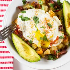 4. Roasted Potato Breakfast Bowl #paleo #breakfast #bowls http://greatist.com/eat/paleo-breakfast-recipes-to-eat-by-the-bowlful