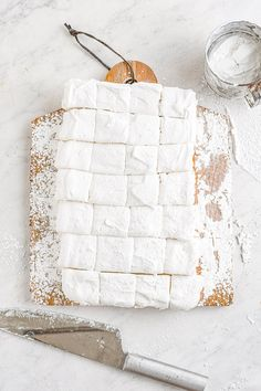 Homemade Marshmallows Recipe (Super Simple!) - Averie Cooks How To Make Marshmallows, Homemade Marshmallows, Recipes With Marshmallows, Marshmallow Recipes, Marshmallow Buttercream, Toasted Marshmallow, Buttercream Frosting, Hot Chocolate Cookies, Melting Chocolate