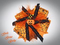 Halloween hair bow orange and black pumpkin by GirlsGoneGirlie Halloween Hair Bows, Baby Halloween, Black Pumpkin, Toddler Bows, Nails Inspiration, Hair Clips, Beauty Hacks, Sculptures, Ribbon
