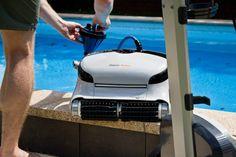 Der Reinigungsroboter arbeitet im Akkubetrieb und daher ohne störende Kabel.