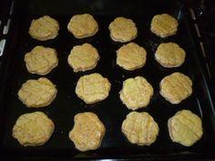Mamine oškvarkové pagáče (fotorecept) - recept | Varecha.sk Griddles, 20 Min, Griddle Pan, Cookies, Desserts, Food, Basket, Crack Crackers, Tailgate Desserts
