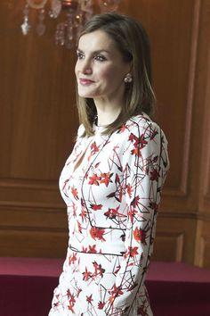 Dña. Letizia eligió un vestido de Carolina Herrera, que ya había estrenado con anterioridad, para las audiencias de esta mañana en el Hotel ...