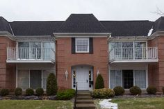 Spacious 2nd floor unit in demand Hickory Hills.  | Read More at www.villagehomesales.com