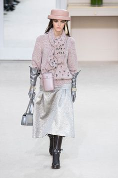 http://www.elle.co.jp/catwalk/fw2016/female/paris/chanel/runway/(img)/1