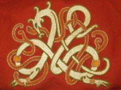 Nordisch inspirierte Stickerei - Design von mir, Ausführung von Ulfgar! Nordic inspired embroidery, design by me, embroidery by Ulfgar.