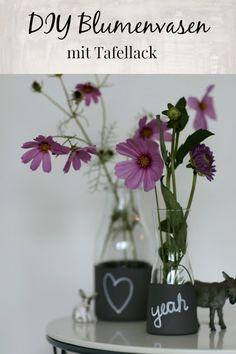 Tafellack Ideen: DIY Blumenvasen mit kleinen Botschaften selber basteln Glass Vase, Blog, Diy, Trends, Decor, Flower Vases, Dekoration, Tutorials, Projects
