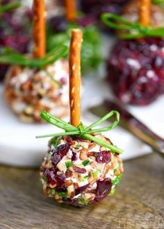 Your Christmas Party Guests Will Devour These Delicious Holiday Appetizers - Cranberry Pecan Mini Goat Cheese Balls! Holiday entertaining has never been easier or more deliciou - Best Holiday Appetizers, Fall Appetizers, Finger Food Appetizers, Holiday Recipes, Appetizer Ideas, Bacon Appetizers, Popular Appetizers, Dinner Recipes, Easy Recipes