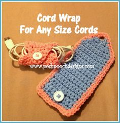 Do you have messy cords? So I designed a Cord Wrap Crochet Pattern to keep Things neater. Wind up the cord, wr.Ravelry: Cord Wrap pattern by Sara Sach Crochet Wrap Pattern, Crochet Cord, Crochet Pouch, Crochet Stitches Patterns, Crochet Gifts, Cute Crochet, Crochet Hooks, Knitting Projects, Crochet Projects
