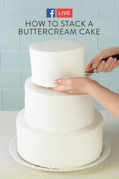 Watch and learn how to stack a buttercream cake using wooden dowel rods. - Wedding Cakes and Desserts - Gateau How To Make Wedding Cake, Diy Wedding Cake, Buttercream Wedding Cake, Cake Icing, How To Make Cake, Cupcake Cakes, Cake Decorating Techniques, Cake Decorating Tutorials, Decorating Cakes