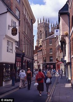 Historic Shambles with York Minster in the background. Oldest shopping street in the world. York England, York Uk, Yorkshire England, North Yorkshire, Great Places, Places To See, Visit York, York Minster, Holiday Places