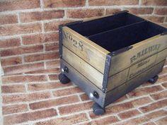 Revistero en madera estilo envejecido vagoneta mina con ruedas giratorias http://www.actiweb.es/tumuebleconsolajvg