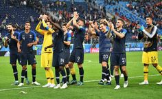 Toute l'équipe célèbre la victoire