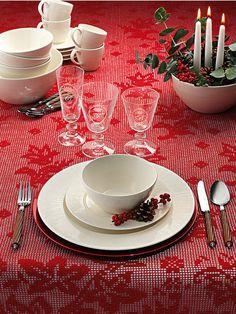 Mesas rojas y blancas