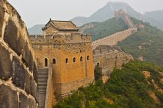 Chine Pékin Beijing - If these walls could talk The Great Wall of China stretches across the country. One of the easiest places to visit it from is Beijing. But what does the wall think of that? 🙂