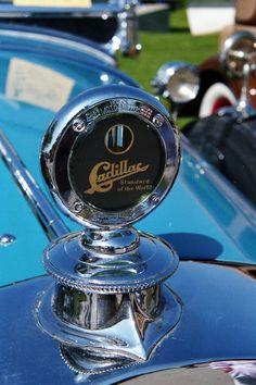 Vintage Cadillac hood ornament, Also tells the temperature Retro Cars, Vintage Cars, Antique Cars, Vintage Iron, Cadillac, Car Badges, Car Logos, Car Symbols, Car Bonnet