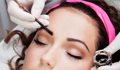 Eyebrows offer beauty to the face, especially to the eyes. If you have scanty eyebrows and don't want to go for any surgical methods, here are the natural ways that will help Eyebrows On Fleek, Perfect Eyebrows, Hena, Eyebrow Design, Eyebrow Makeup Tips, Filling In Eyebrows, Dark Brows, Brow Tinting, Threading Eyebrows