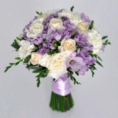 Purple Wedding Flowers Wedding bouquet with purple and white flowers and greenery Wedding Flower Guide, Flower Crown Wedding, Diy Wedding Flowers, Bridal Flowers, Bouquet Flowers, Diy Flowers, Wedding Ideas, Purple Wedding Bouquets, Diy Wedding Bouquet