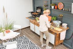 DIY upcycling outdoor Küche im Boho vintage Look aus einer alten Werkbank als Küche für den Garten im Sommer mit selbst gebauter Spüle und Regensammler
