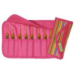 Compre Kit Estojo Agulha Crochê Soft Touch Clover com 8 unidades dos seguintes tamanhos:  (2,5 / 3,25 / 3,5 / 3,75 / 4,0 / 5,0 / 5,5 / 6,0)