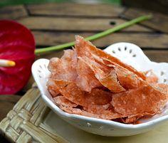 Quer um petisco saudável e super light para o final de semana? O chips de peito de peru pode ser servido a qualquer hora do dia. É crocante e uma delícia!