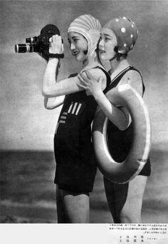 taishou-kun:  Japanese actresses Tokugawa Ryouko 徳川良子 and Mizuhara Reiko 水原玲子 in Eiga no tomo 映画之友 magazine - August 1931